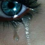 Ты можешь скрыть свою боль,злость,ревность,огорчение. но слезы ты скрыть не можешь. это не нужно. ес…