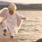 К человеку обратился ангел: — Хочешь, я покажу тебе твою жизнь? — Хочу, — сказал человек. Ангел подн…