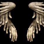 Твоя рука тиха, легка,