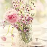 Никогда не надо слушать, что говорят цветы. Надо просто смотреть на них и дышать их ароматом.